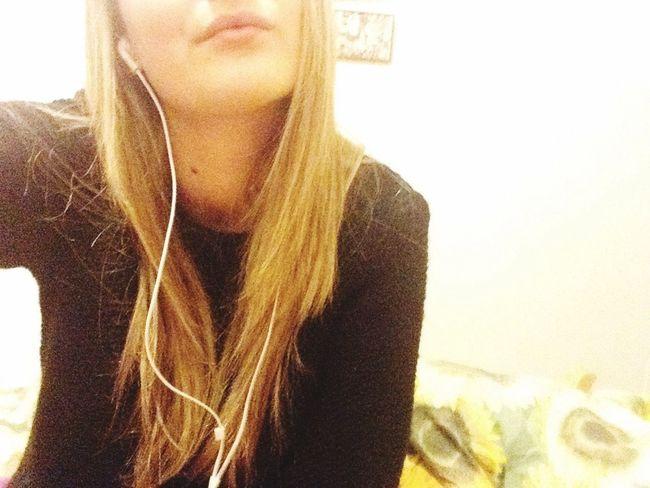 Quello stronzo l'ho salutato ora ne aspetto uno che sia l'opposto eche colmi questa lacuna, questa volta spero in un po di fortuna. Che si accontenti di un bacio e di una canna perché io non ció la luna.?????✖️ Love Sucks Com'è Bello Amare Guarda Come Mi Ha Ridotto -remember? -No! Ncio La Luna! See Ciao! Ma Che Ne So Ma Che Ne Sanno L'altri Porcodio