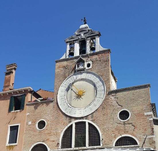 What time is it? Sunclock Architecture Clock Tower History No People Alte Gebäude Italy Venice, Italy Venedig Sonnenuhr