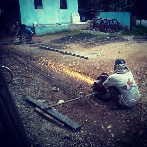 Supervising employee on CV. KARYA JAYA TRUSS Employee Supervising Fireworks People Activity Pal Lima Ciomas Serang Banten