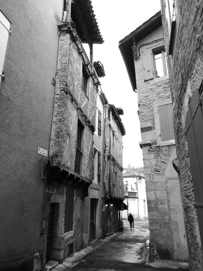Architecture Building Exterior Built Structure The Way Forward Street City Outdoors Day Maisons Vieille Maison Ruelles Solitude Face à Face Façade Architecturale Facades Cahors ☀️ Adventures In The City The Traveler - 2018 EyeEm Awards The Street Photographer - 2018 EyeEm Awards