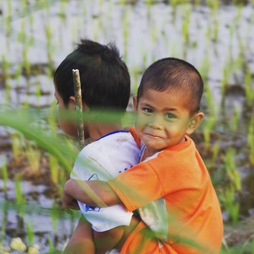 mempertahankan lahan pangan kita sama dengan menjaga dan memastikan senyum mereka esok lebih indah dari senyum mereka hari ini Anakpetani Petani Peasant Farmer foodsovereignty kedaulatanpangan child children future SPI