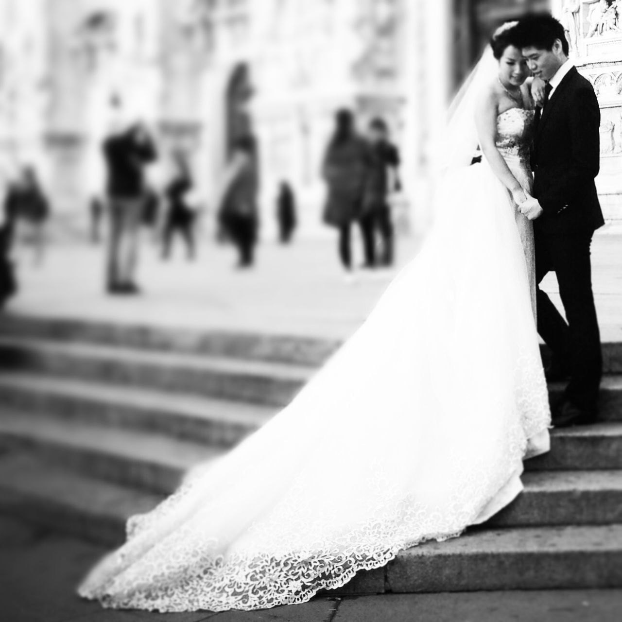 bride, wedding, wedding dress, bridegroom, men, life events, celebration, white color, real people, women, groom, well-dressed, day, togetherness, outdoors, people