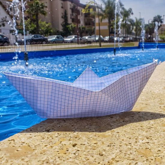 "💂⛵""Soldadito marinero conociste una sirena"" 🎼 Water Day Blue No People Outdoors Andalucía SPAIN Cadiz Scenics Fujifilm Fujifilm_xseries Fujifilm X30 Origami Paper Ship Fountain"
