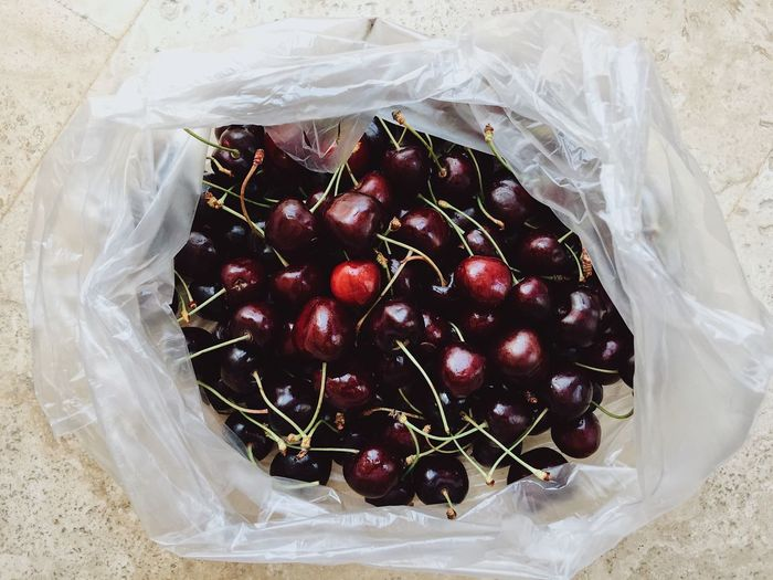 Sweet cherries n a plastic bag Fruits And Vegetables Market Plastic Bag Plastic Environment - LIMEX IMAGINE Shopping Bag Banned Buying Cherry Close-up Enviornmental Environment Environmental Issues Fruit Healthy Eating High Angle View No People No Plastic Organic Organic Food Plastic Plastic Bag Red Still Life Wellbeing