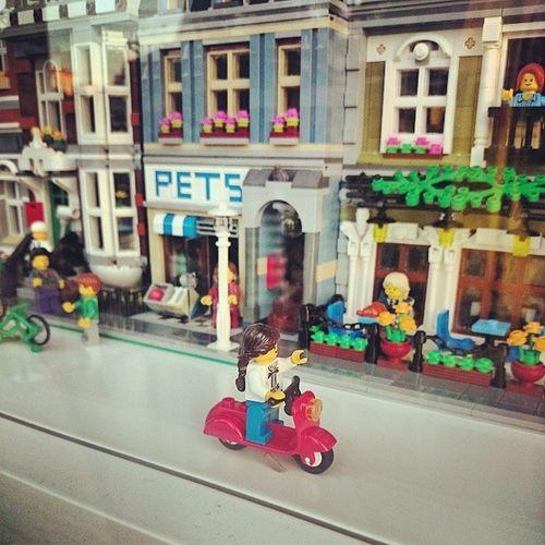 Vai uma voltinha? LEGO Vespa