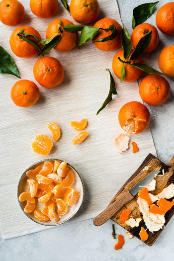 clementines from fruit to slices   daylight foodphotography Food Food And Drink Healthy Eating Fruit Freshness Orange Color Wellbeing Still Life No People Indoors  Orange - Fruit Orange Table Large Group Of Objects SLICE Citrus Fruit Clementine Foodphotography Food Photography Daylight Photography Nikonphotography Green Wood - Material