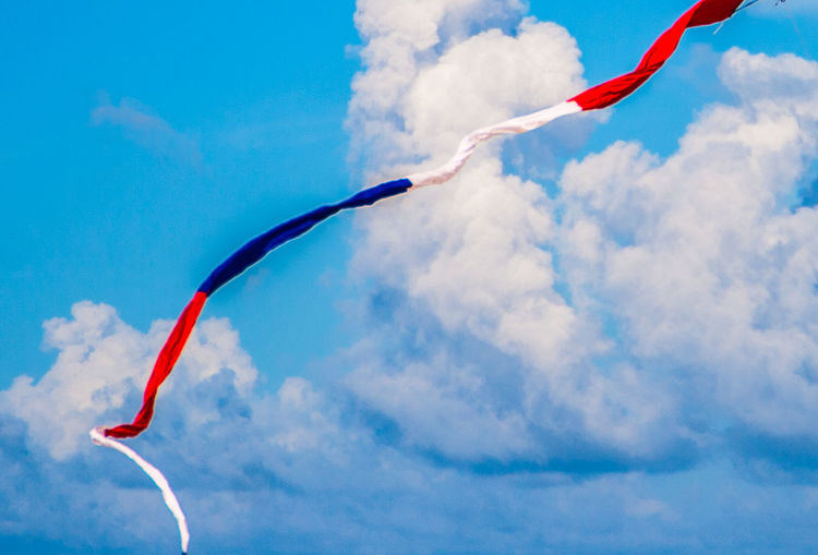 Kite Patriotic Beach Blue Cloud - Sky Day Flying Kite - Toy Low Angle View Mid-air Motion Nature No People Outdoors Red Red White And Blue Sky 17.62°