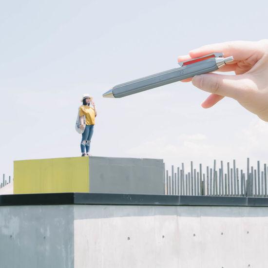 Writing to Reach You (等高線跳動原子筆 / 手握筆那一刻,感受到筆桿俐落的直角邊緣和水泥的沉穩重量) #ContourRollerballPen⠀ #RollerballPen #Concretepen #ConcreteWritingtool⠀ #22DesignStudio Minimalist Architecture Taiwan VSCO Eye4photography  Eyem Eyemphotography Minimal Minimalism Vscocam