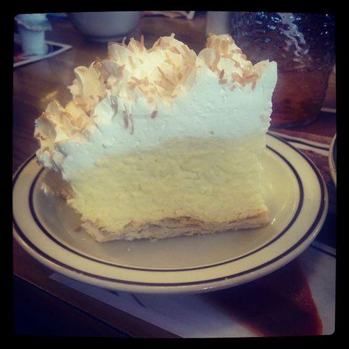Coconut Cream Pie 😋 Yum Coconutcreampie Frischs Yum