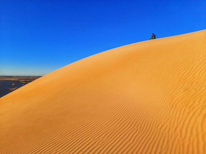 Setting up in sand dunes