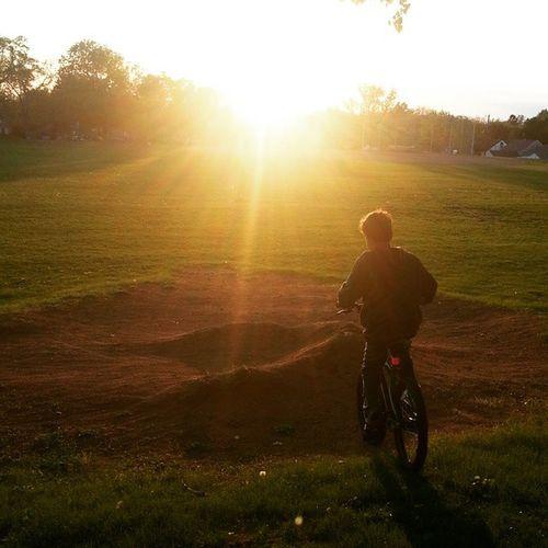 Bike riding w/my brother, @botlon.grace04 , & neighbor. ☺🚲🚴🚵🌇 EastSide Saintpaul Eastview RecreationCenter sunset sunsetlovers sunset_madness bikeriding neighborhood silhouette_creative silhouette 8pm greengrass bikejump havingfuninthesun havingfun ludwigfilter sunsetmode samsunggalaxy3