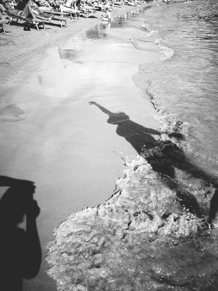 Silhouette Silhouettes Of People Wawes Sea Water Outdoors Tranquil Scene Beachday Beach Waves Beachporn Black And White Photography Blackandwhite Black & White Sea Calm Montenegro2016 Montenegro_love Montenegrolifestyle Made By Me Aurora Minna Dramatic Angles