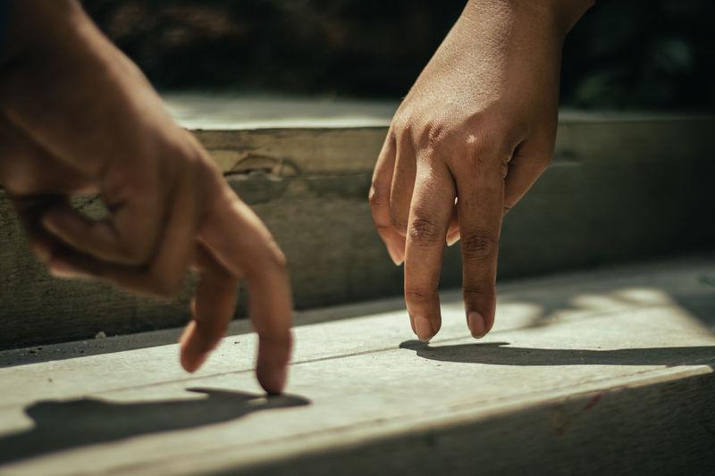 Two fingers conversation