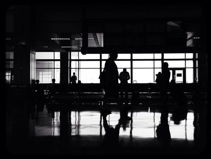Sombras, valijas y aeropuertos. Popckorn At The Airport