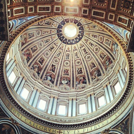 St. Peter's Basilika, Vatican City, Italy Favorite Place Favorite Places religious place Church Dome Architecture Building Interior Place Of Worship Saint Peter's Basilica No People History VaticanCity Spirituality Low Angle View Famous Place Creativity High Section