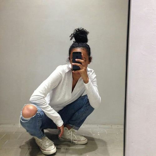 Selfie✌ Selfie ✌ Natural Hair Curly Hair Hair Bun Hairstyle Fashion Urban Fashion Urbanstyle Style Model Gorgeous Aesthetics Ripped Jeans High Waisted Jeans Momjeans