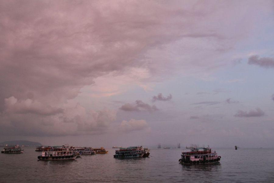 Sea Boats Mumbai India Tajhotelmumbai Nature Beautiful Landscape Quite Moments Peace Gatewayofindia Photography Canon Canon1300d
