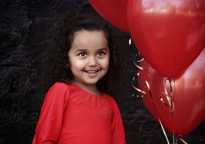 Preschooler Niklas Storm Okt 2018 Portrait Child Smiling Childhood Happiness Cheerful Red Girls Headshot Helium Balloon Helium Balloon Birthday