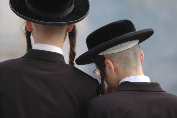 Jewish believers in rear view Believer Headshot Headwear Jerusalem Jewish Jewish Holiday Mea Shearim Rear View Religion And Beliefs Religion And Faith Religion And Tradition Religion Clothing Religion N Faith Togetherness Tradional Clothing Traditional Jewish Hair Style Two People Young Adult