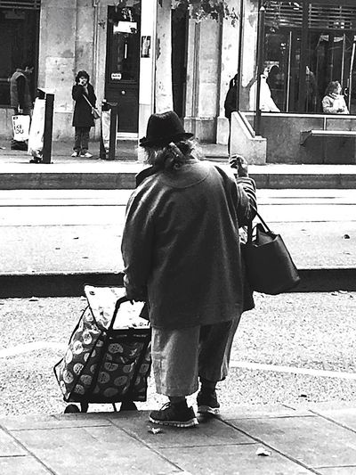 Real People Casual Clothing One Person Full Length Walking Caddy Street Photography Lifestyles Sur Le Chemin Stonegraphix People Gente D'oggi Ever Stop & Think.