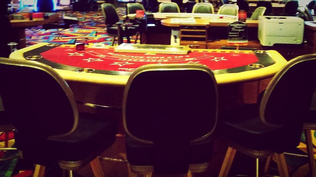The empty table. This is where my Dad used to deal blackjack. I visited and his table was the only one that had no one working it or playing. So fitting after his passing... DesertBloomPhotography Memoriesofdad Hollywoodcasino Theemptytable Lovetoclick Lovetotravel Tunicams