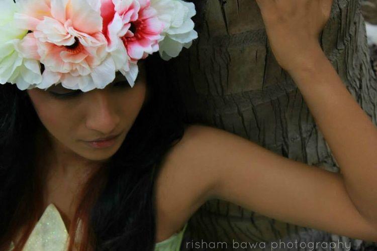 floral shoot w Nishi Panicker at Bawa home