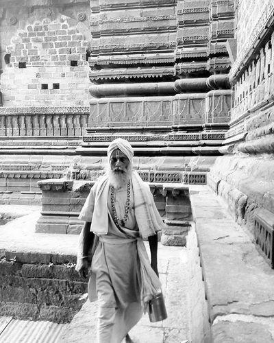 The Faithful Nashik Nasik Kumbhmela Sadhu Oldtemple Baba Maharashtra Walk Walkby WalkByFaith Faith Religion Hindu Devotees Monochrome Monochromatic Blackwhite