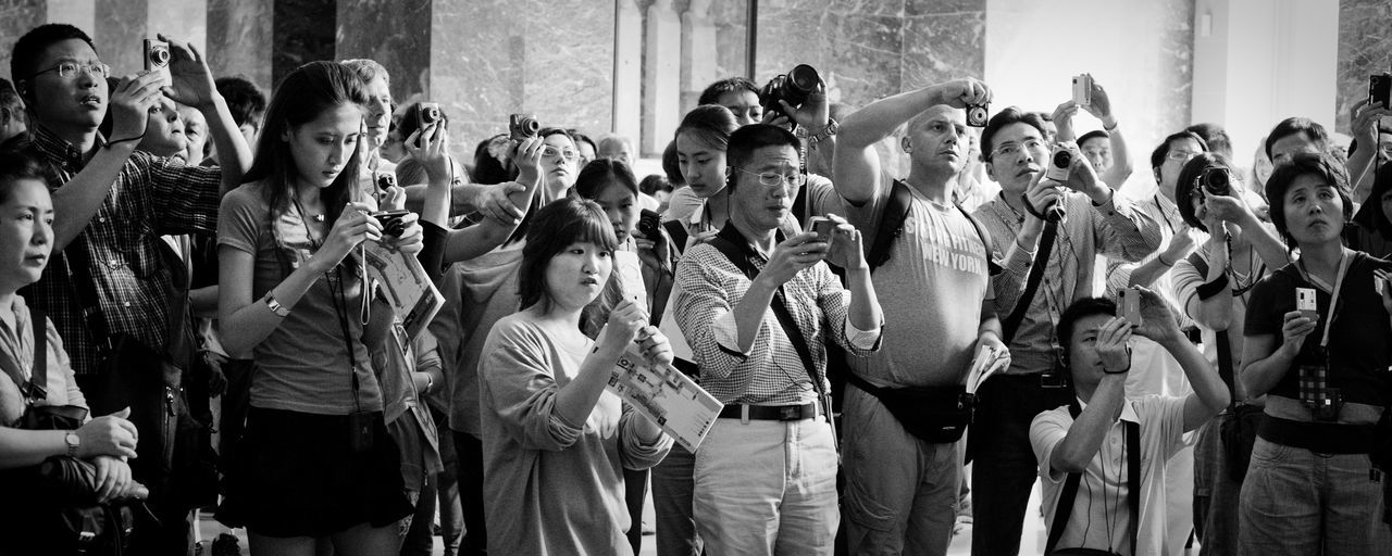 Black And White Blackandwhite Crowd Day Indide Large Group Of People Museum Musée Du Louvre Side By Side Taking Photos Taking Photos Of People Taking Photos Tourism Tourist