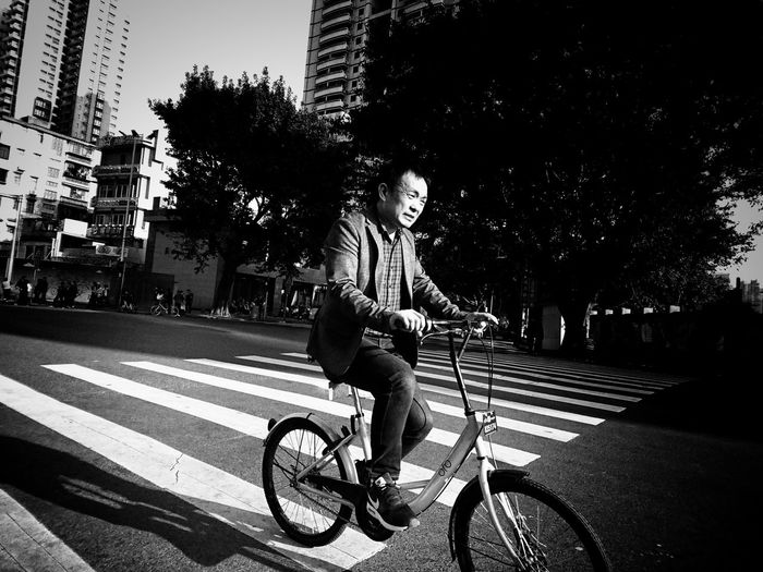 Bicycle Riding Street Streetphotography Street Photography XperiaZ5 AMPt Urbanphotography Mobilephotography Lensculture Streetphoto Urban Lifestyle Snapshots Of Life Sony Xperia Streetlife City Life Blackandwhite Photography Blackandwhite Noir Et Blanc Bnw_collection Black And White Noiretblanc NEM Black&white Bnw_captures Bw_collection