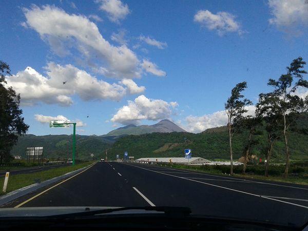 El pacaya se deja ver Volcano Back To Work  Southcoast