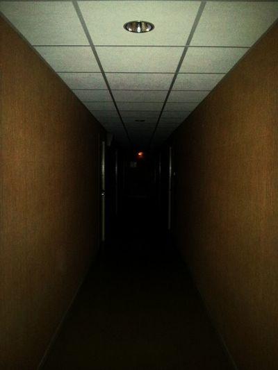 Corridor Couloir Sombre Taking Photos