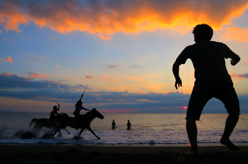 Meninting Beach Lombok Gallery Silhouette_collection Lombok Island INDONESIA Malephotographerofthemonth EyeEm Gallery Two Better Than One From My Eye Of View Silhouette Sunset Canonphotography Horse Indonesian Photographers Collection Eyeemphotography Lombok Photo Works Lombok Indonesia