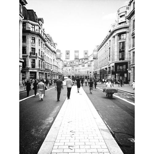 Traffic free Sunday London Blac&white  Zombie