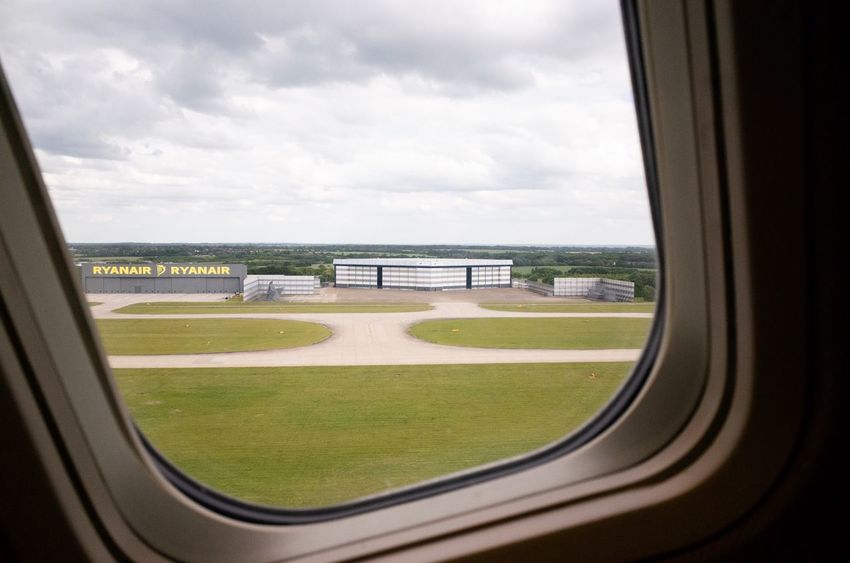 Airport Plane Ryanair Window Sky Cloud - Sky Grass Day Glass - Material Nature No People Glass Land Architecture Transportation Mode Of Transportation