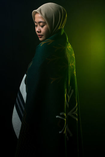 Casual Clothing Clothing Green Color Hijab Hijabstyle  Hood - Clothing Indoors  Leisure Activity Lifestyles One Person Real People Standing Studio Shot Waist Up Women Young Adult