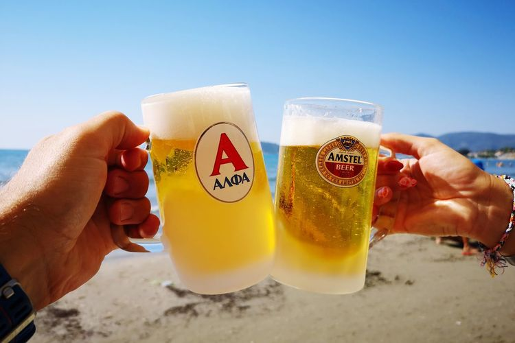 The vacation😊 Huaweip20pro Huawei Human Hand Friendship Drink Men Alcohol Beach Drinking Glass Holding Clear Sky Summer Beer Glass Beer Shot Glass Beer Tap Alcoholic Drink Beer - Alcohol