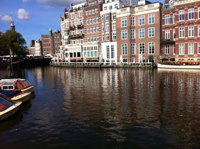 Water Nautical Vessel City Waterfront Residential Building Façade Architecture Building Exterior Sky Built Structure