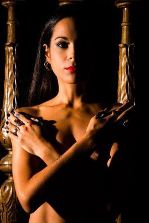 Devi Devi Nude Red Lips Lipstick Orange Black Hair www.gautiervl.book.fr