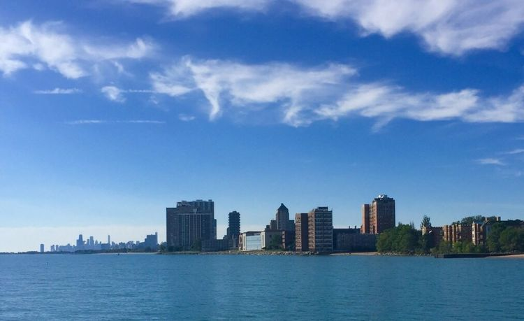 The view from Pratt's beach in Chicago looking onto downtown is so amazing as the waters were nice and calm. Waterfront Architecture Built Structure Cityscape Sky Urban Skyline Outdoors Journey City Life Chicago Travel Pspauly63
