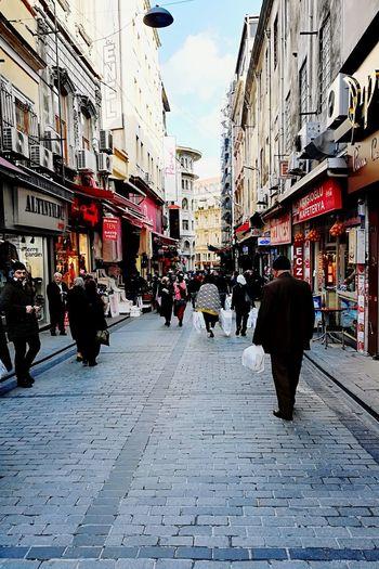People On The Street Sky Street City Street City Shoping People Shopping Street People And Places. Winter Time Kaldırımlar