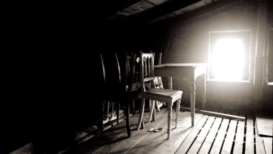 Dachboden Villa Glückspilz zuhause Erinnerungen Chair Indoors  Sunlight No People Day