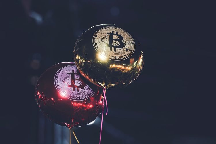 bubble balloon Bitcoin Hard Fork Transaction Trade Receive Anonymous Send Cold Wallet Hot Wallet Digital Gold Pier To Pier P2P Hong Kong Discoverhongkong Bubble China Blockchain Online  Currency Virtual Virtual Currency Cryptocurrency Crypto Close-up No People Focus On Foreground Illuminated Studio Shot Indoors  Night EyeEmNewHere
