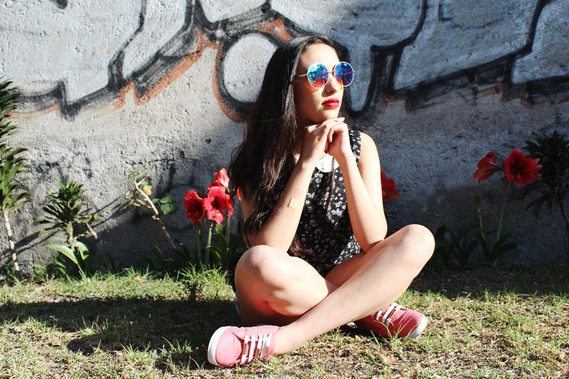 Young Women Beautiful Woman Sitting Beauty Human Lips Red Portrait Sunlight Full Length Women Introspection Hand On Chin Lipstick Street Art Day Dreaming Depression - Sadness Hopelessness Despair Sadness Child Abuse Crying Distraught  Spray Paint Homelessness  Suicide Thoughtful Leaning On Elbows Thinking Make-up Graffiti