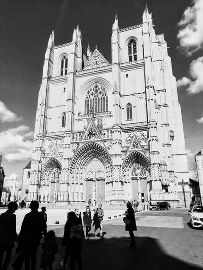 Cathédrale Cathedral Black And White Collection  Bnw_collection Bnw_life Bnw_captures Blackandwhite Sky Architecture Real People Nature Crowd Built Structure Group Of People