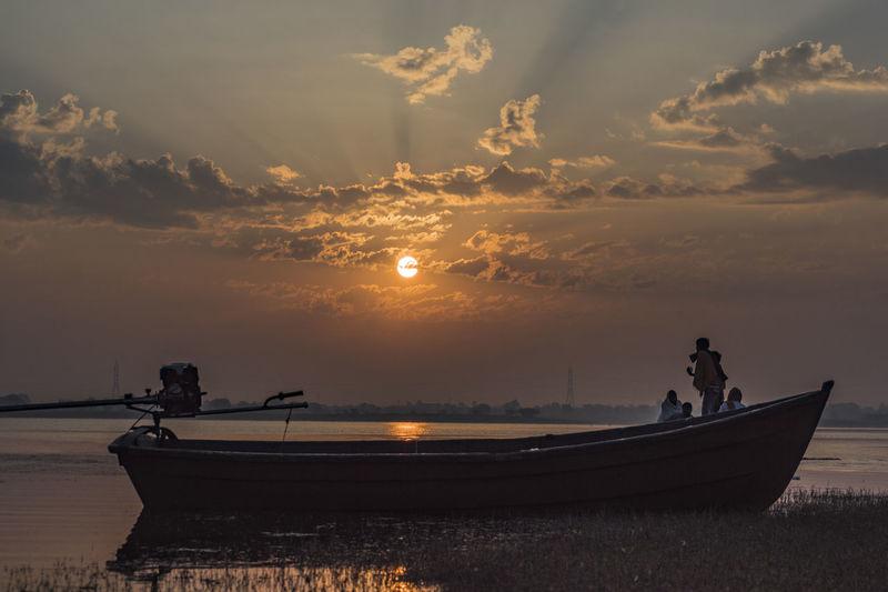   1/800 sec   f/7.1   ISO 100   55mm   post process : Adobe Camera Raw   Nautical Vessel Sunrise_sunsets_aroundworld Sunrise_Collection Sunrise Silhouette Nature Photography Sunrise Lovers Malephotographerofthemonth Eyeem Market Sony A68 Beauty In Nature India Purnendu Clicks