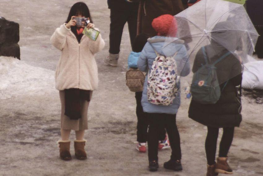 Streetphotography People Full Length Warm Clothing Sony 100-300mm Street Defocus