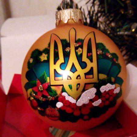 Патріотична новорічна ялинка. New Year Ball Emblem