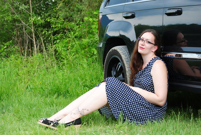 JeepGirl 3 Grass Adult Only Women Young Adult One Woman Only One Person Car People Retro Styled Outdoors Old-fashioned Young Women Women Eyeglasses  Summer Human Body Part EyeEm Best Shots Newoneyeem JEEP Grand Cherokee Jeepgirl Hottie Cheerful Jeep Grandcherokee  Cute