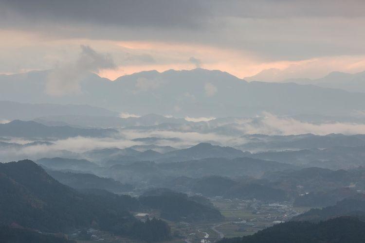 小雲海 奈良県宇陀市鳥見山からの夜明け Nature Early Morning Early Morning Country Nara Japan Countryside Sunrise Tree Mountain Fog Forest Mountain Peak Morning Cold Temperature Sunny Valley