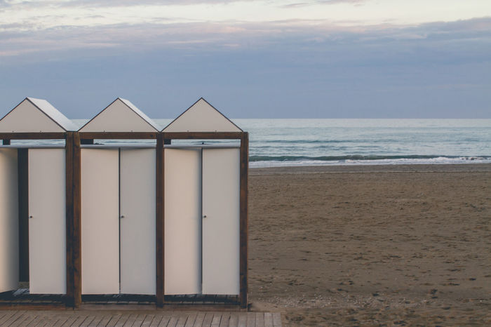 Simply lines. #simplicity #simplyme Beach Beach Hut Beauty In Nature Built Structure Day Horizon Over Water Nature No People Outdoors Sand Sea Sky Water The Architect - 2017 EyeEm Awards